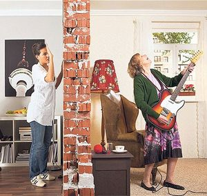 Что делать, если соседи сверху постоянно шумят после 23