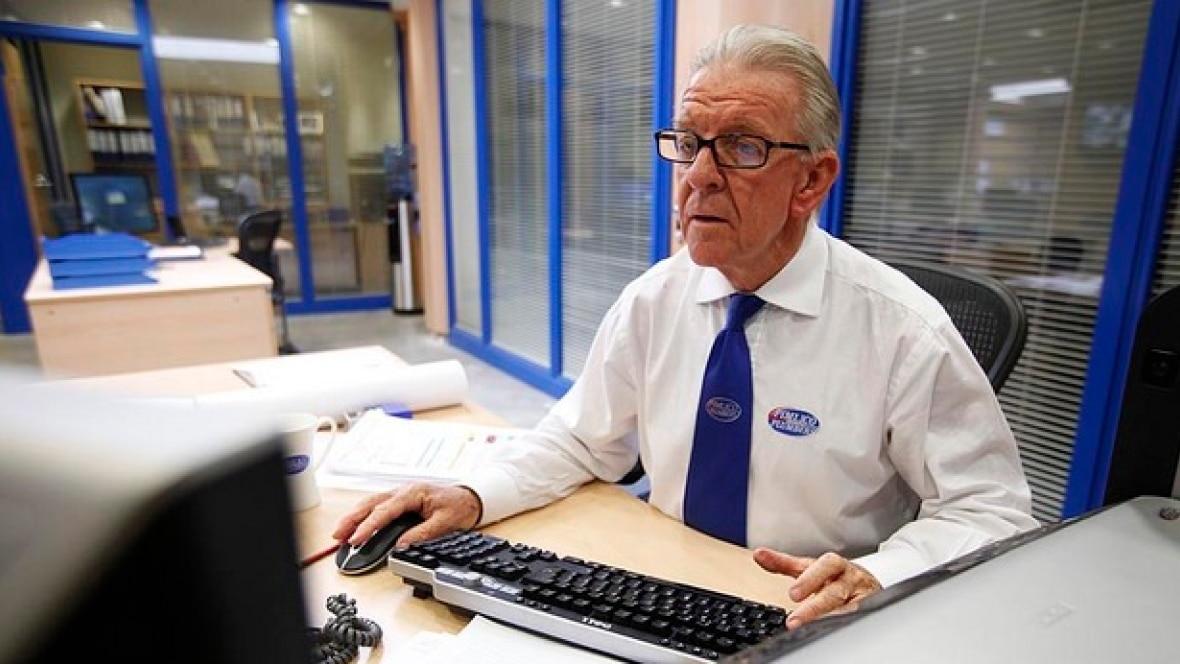 Нужно ли отрабатывать 2 недели при увольнении пенсионерам?