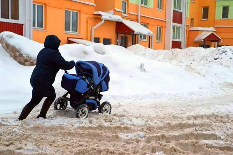 Куда жаловаться на плохую уборку снега во дворах?