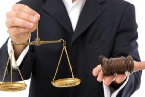 Имеют ли право судебные приставы снимать деньги с банковской карты