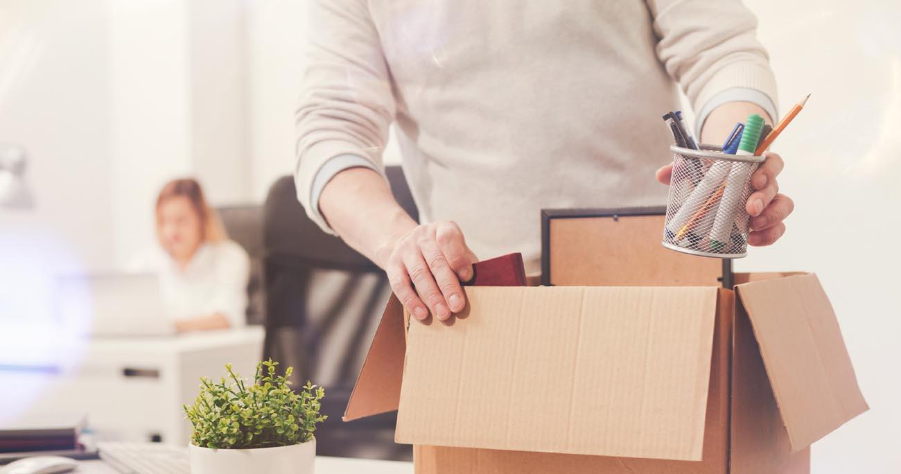 Как уволиться без отработки двух недель: советы юриста